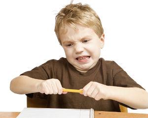 раздраженный гиперактивный ребенок с недостатком Омега 3
