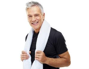 Мужчина 40-50 лет отлично выглядит благодаря витаминам